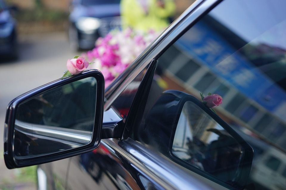 4 Questions To Ask Before Booking Your Wedding Transportation